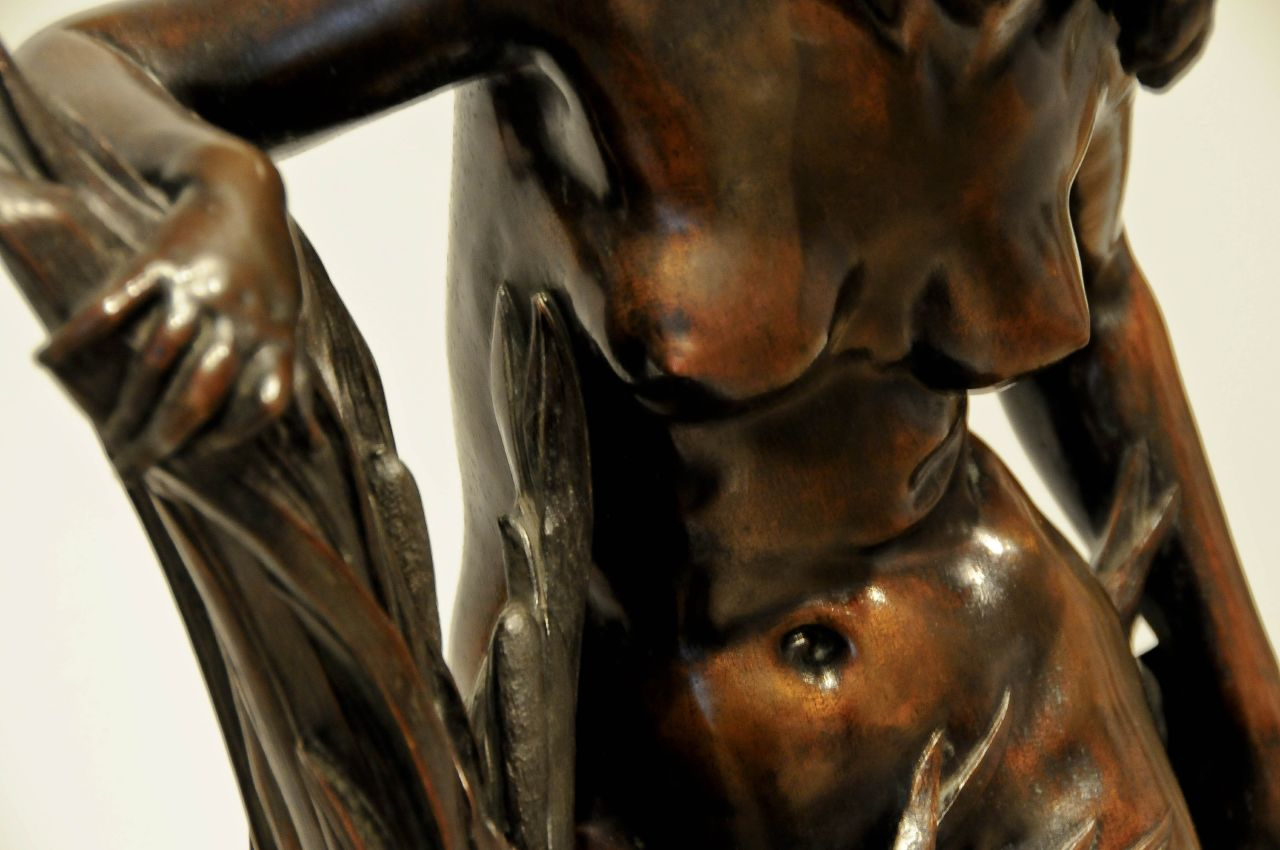 seins statue buste